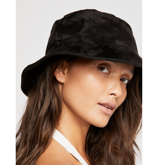 f8b9e7e41fa NWT FREE PEOPLE Black Haven Vegan Suede Bucket Hat